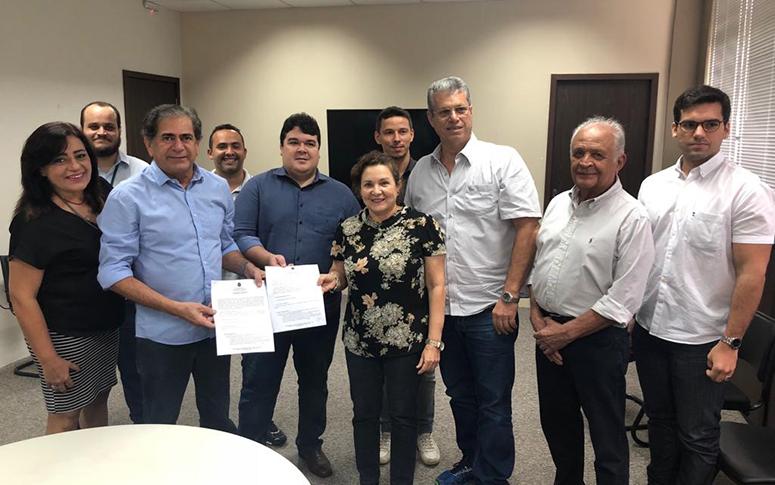 Secretário Zezinho Albuquerque assina Ordem de Serviço para dragagem do Maranguapinho