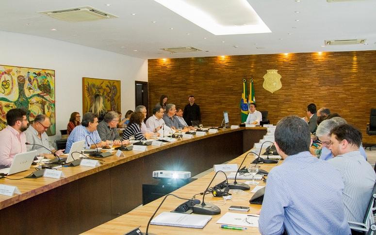 Secretaria das Cidades participa de reunião com governador Camilo Santana