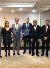 Camilo Santana e Zezinho Albuquerque assinam financiamento para implantar Programa Águas do Sertão