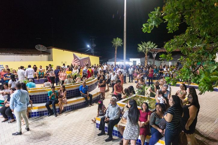 Governo do Ceará entrega nova praça à população de Barreira